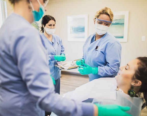 Nashville_Meet the Doctor widget_Working on a patient